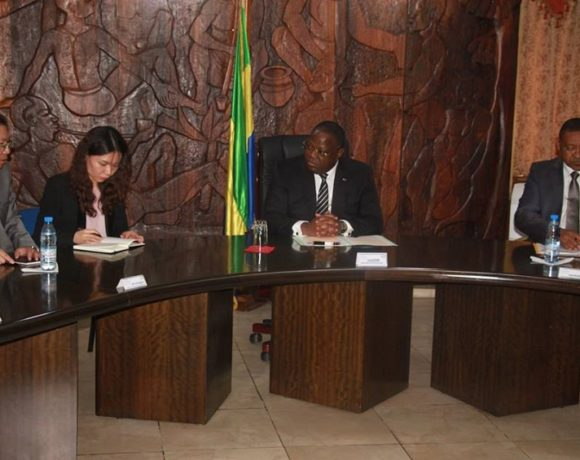Emmanuel Issoze Ngondet et les responsables de Eximbank
