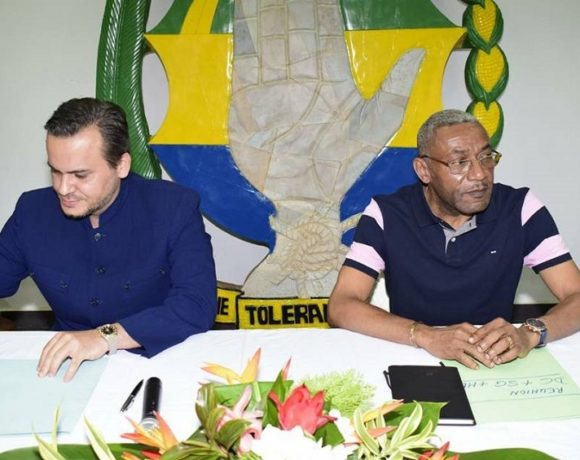Brice Laccruche Alihanga et Eric Dodo Boungouendza au siège du PDG