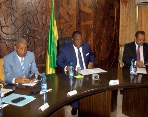 Emmanuel Issoze Ngondet et les responsables de la majorité