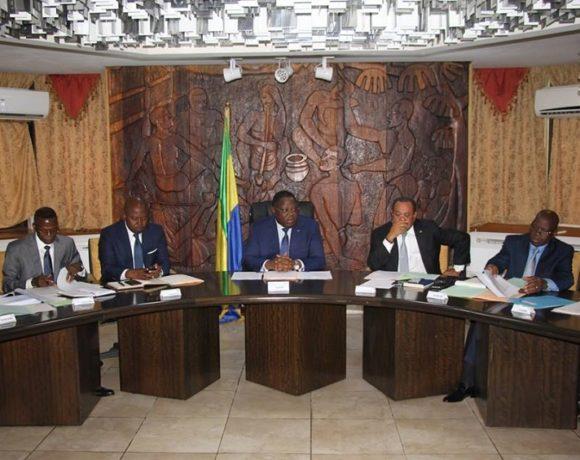 Emmanuel Issoze Ngondet préside la réunion sur le fonds