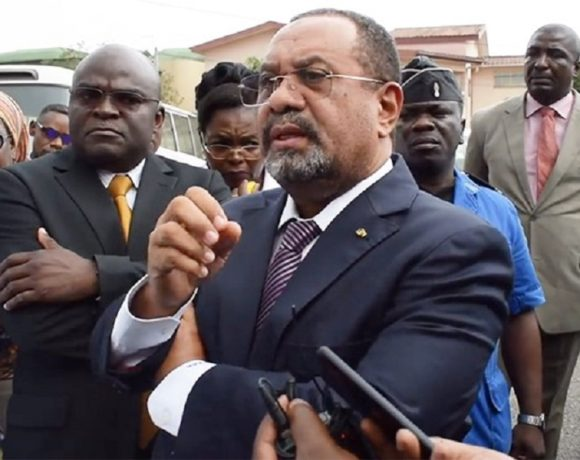 Guy Bertrand Mapangou à la Poste SA (photo gabonreview)
