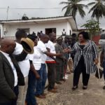 Patricia Tayé Zodi avec les populations du 4ème arrondissement de Libreville