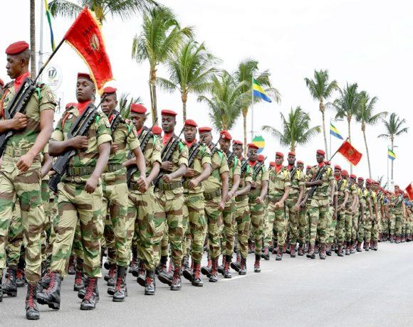 Ali Bongo Ondimba préside la grande parade militaire