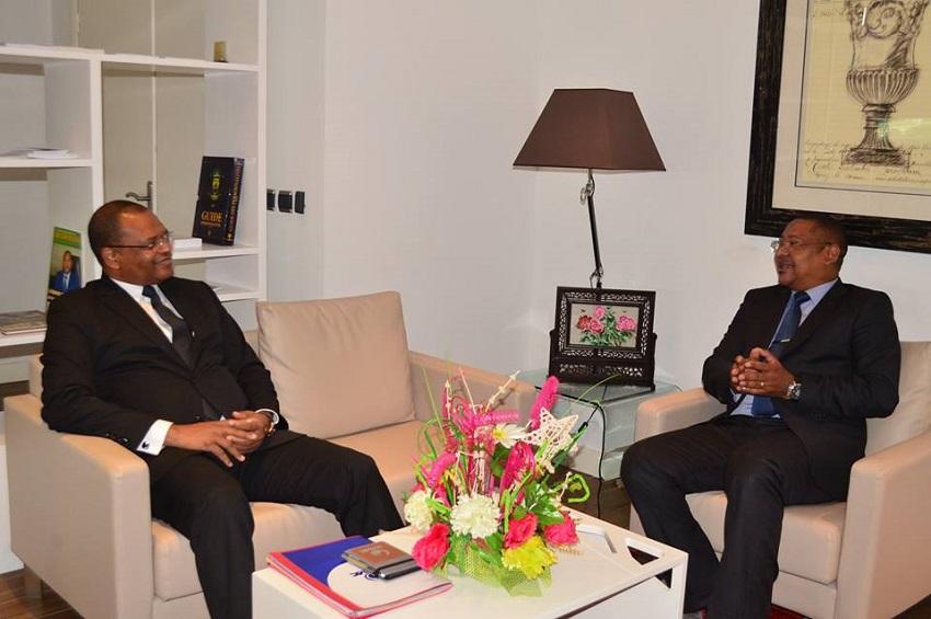 Le ministre de l'économie et le président de la BDEAC