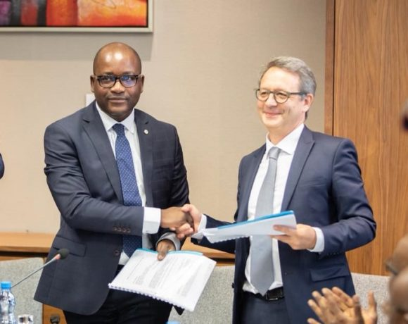 Signature de partenariat pour les centrales solaires