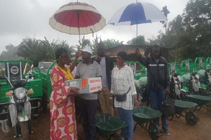 Des kits agricoles à Bilanga (photo gabonactu)