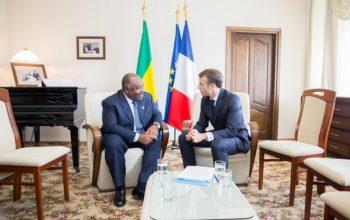 Les présidents Ali Bongo Ondimba et Emmanuel Macron en Arménie