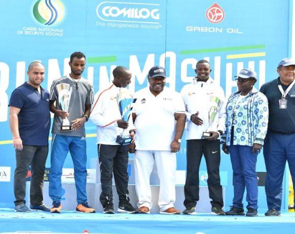 Remise de trophées au plateau élites de Franceville par par le président Ali Bongo Ondimba