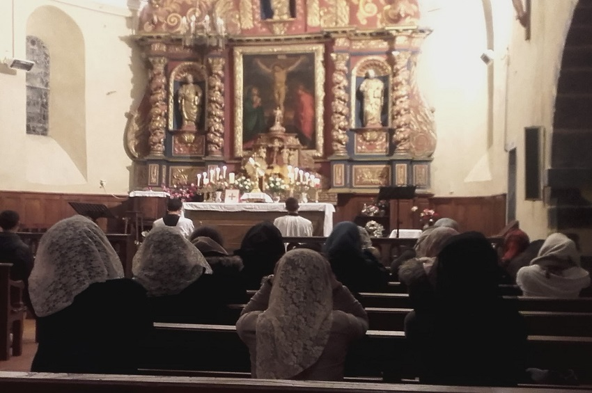 Les activistes gabonais perturbent une messe en France