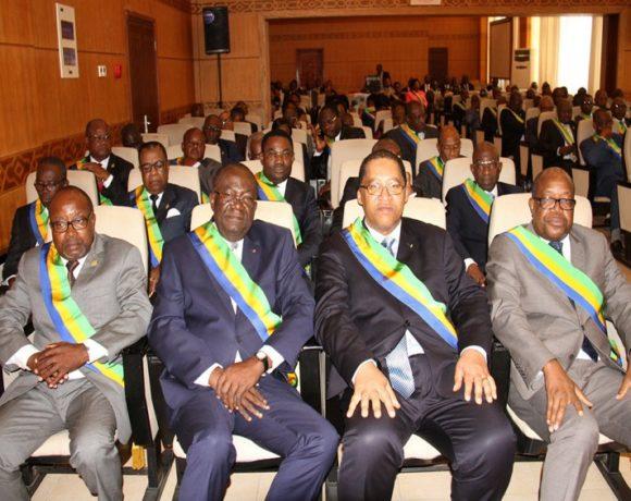Les sénateurs gabonais
