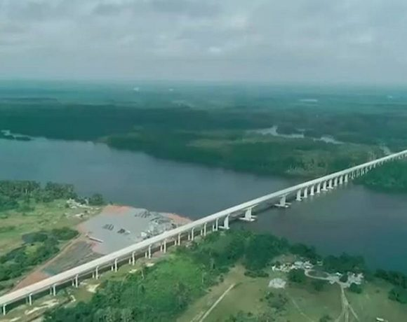 Le Pont entre Port-Gentil et Omboué