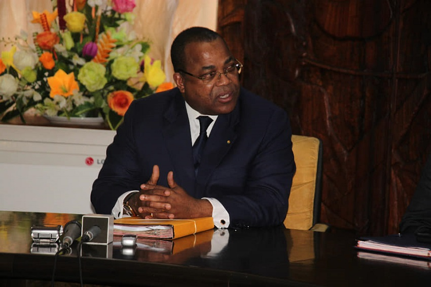 Julien Nkoghe Bekale, chef du Gouvernement