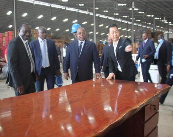 Inauguration de l'usine de transformation de bois à Nkok