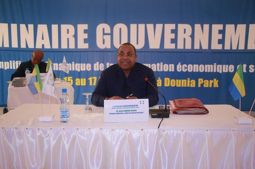 Julien Nkoghe Bekale au séminaire gouvernemental