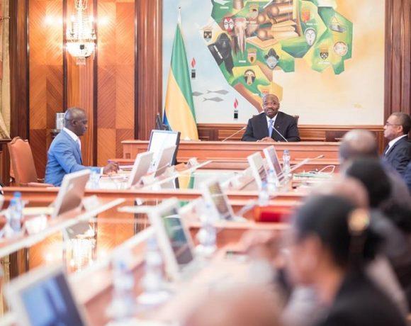 Le président Ali Bongo Ondimba dirige les travaux du Conseil des ministres