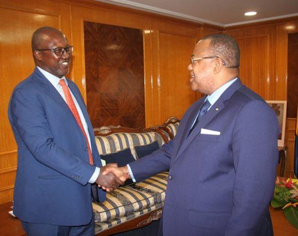 Julien Nkoghe Bekale et Robert Masumbouko