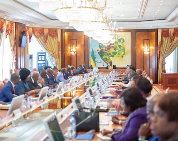 Le Conseil des ministres décide