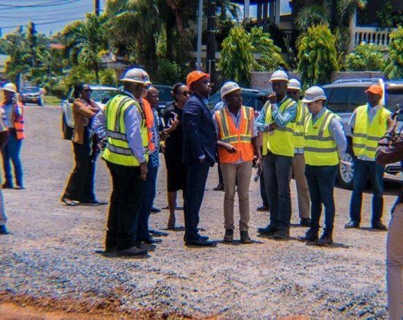 Le ministre des travaux publics visite les chantiers de Libreville