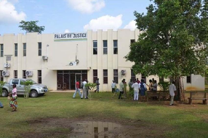 Le palais de justice de Mouila