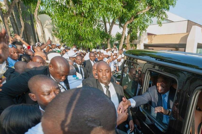 Les populations venues accueillir le président Ali Bongo Ondimba