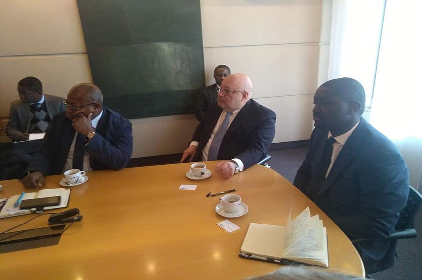 Justin Ndoundangoye et les responsables de VanHool