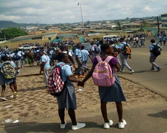 Marche des élèves à Libreville pour la bourse