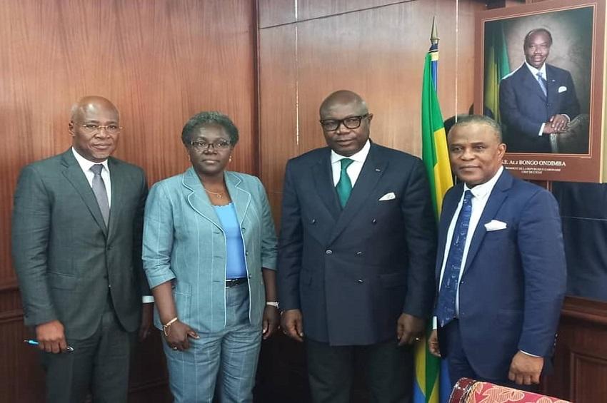 La délégation de la CNSS autour Pierre-Claver Maganga Moussavou