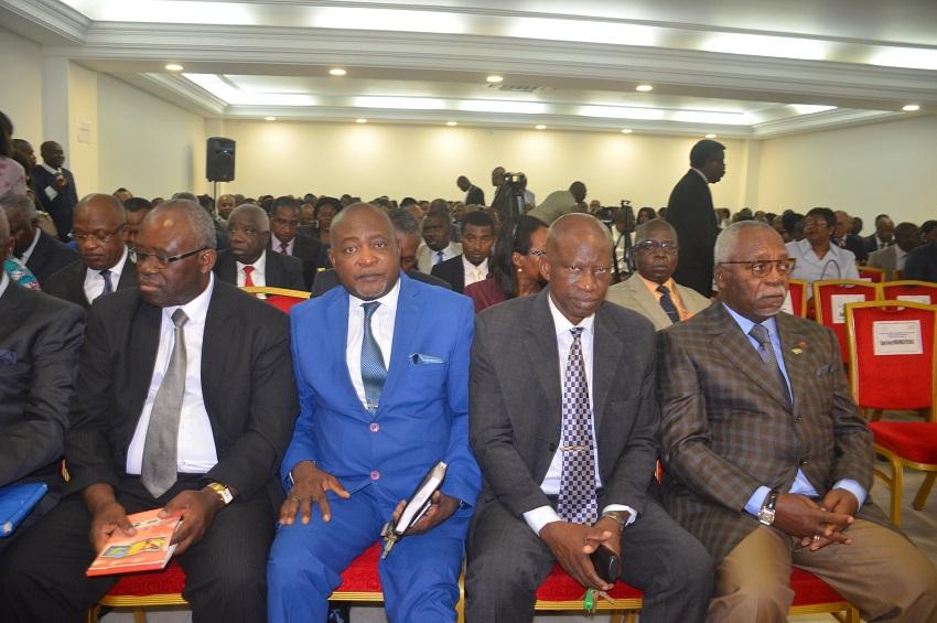Les membres de l'opposition à la rencontre convoquée au CND