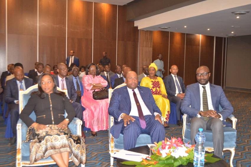 Les membres du gouvernement à la cérémonie de présentation