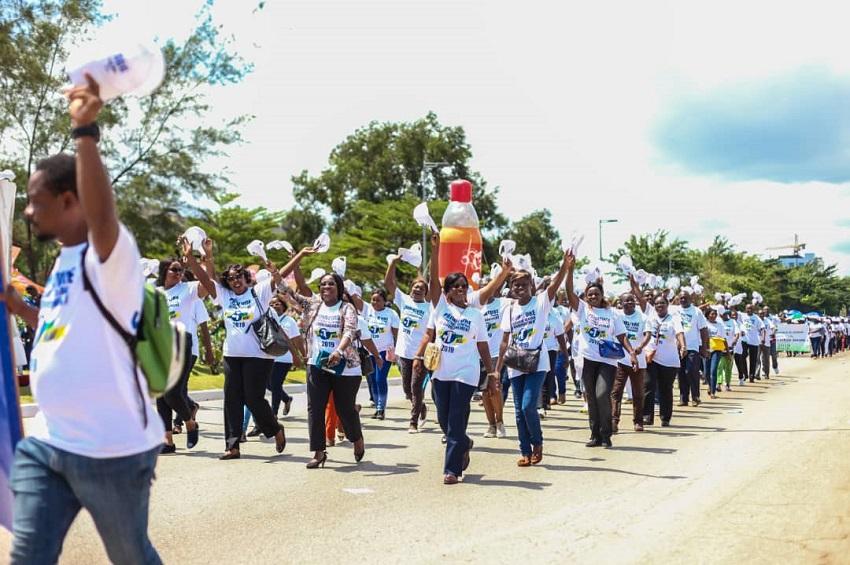 Les travailleurs gabonais défilent pour la fête du travail