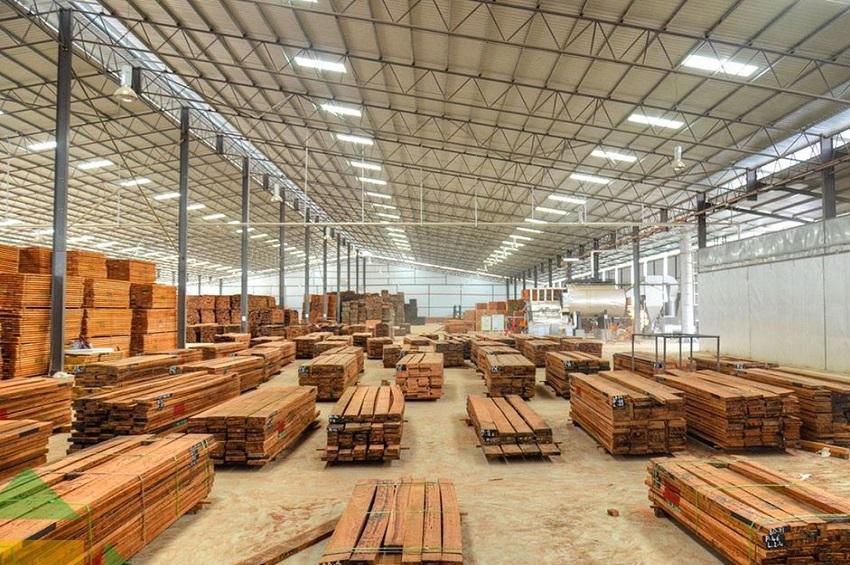 Le bois transformé à la ZES de NKOK
